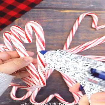 Candy Cane Wreath Candy Cane Wreath- DIY Christmas door hanger to make for party decorations too! F