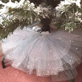 Christmas tree containers : Wouldn't this tulle skirt be perfect for taking the after-Christmas tre