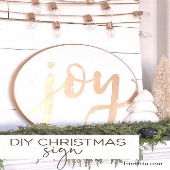 Learn how to make DIY Christmas signs (or any kind of sign, really) the EASY WAY! Get clean and cri