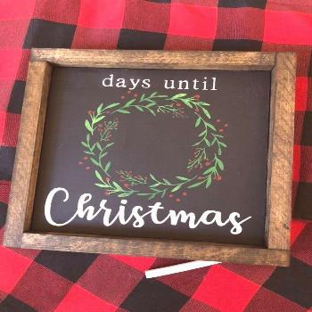 Such a festive Christmas craft! For more check out @ theguidetotheholidays on Pinterest!