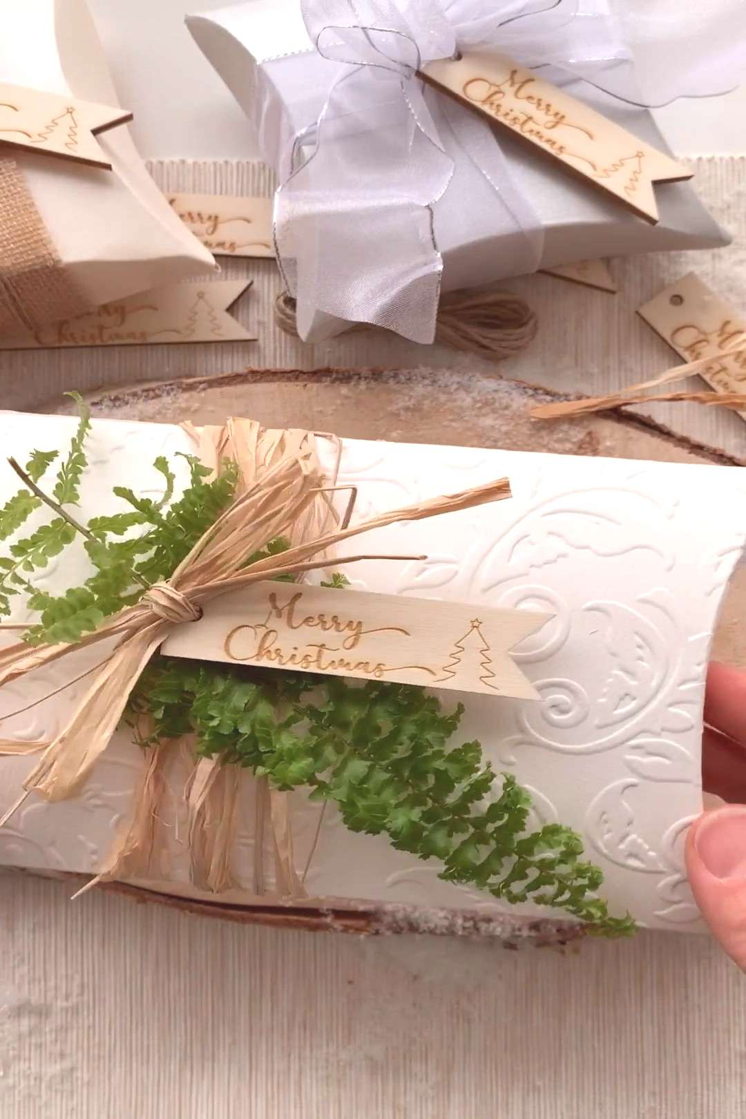4 Pretty Ways to add your Christmas tag