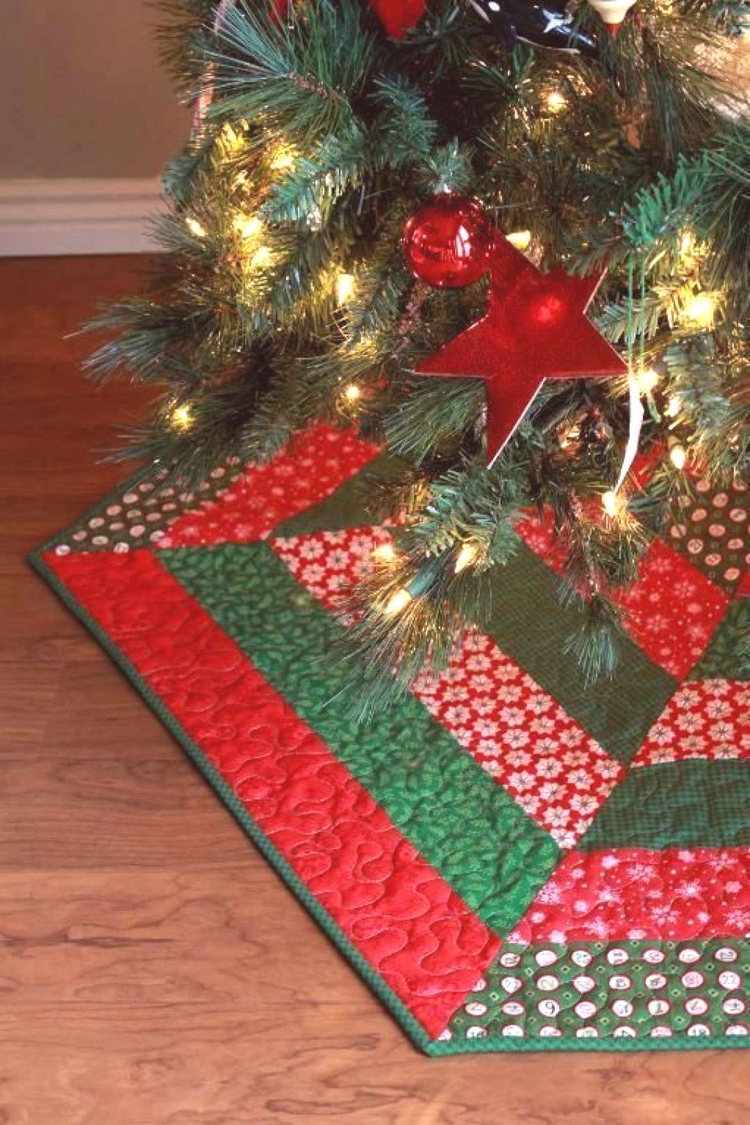 (7) Name Quilting Holly Jolly Christmas Tree Skirt Pattern