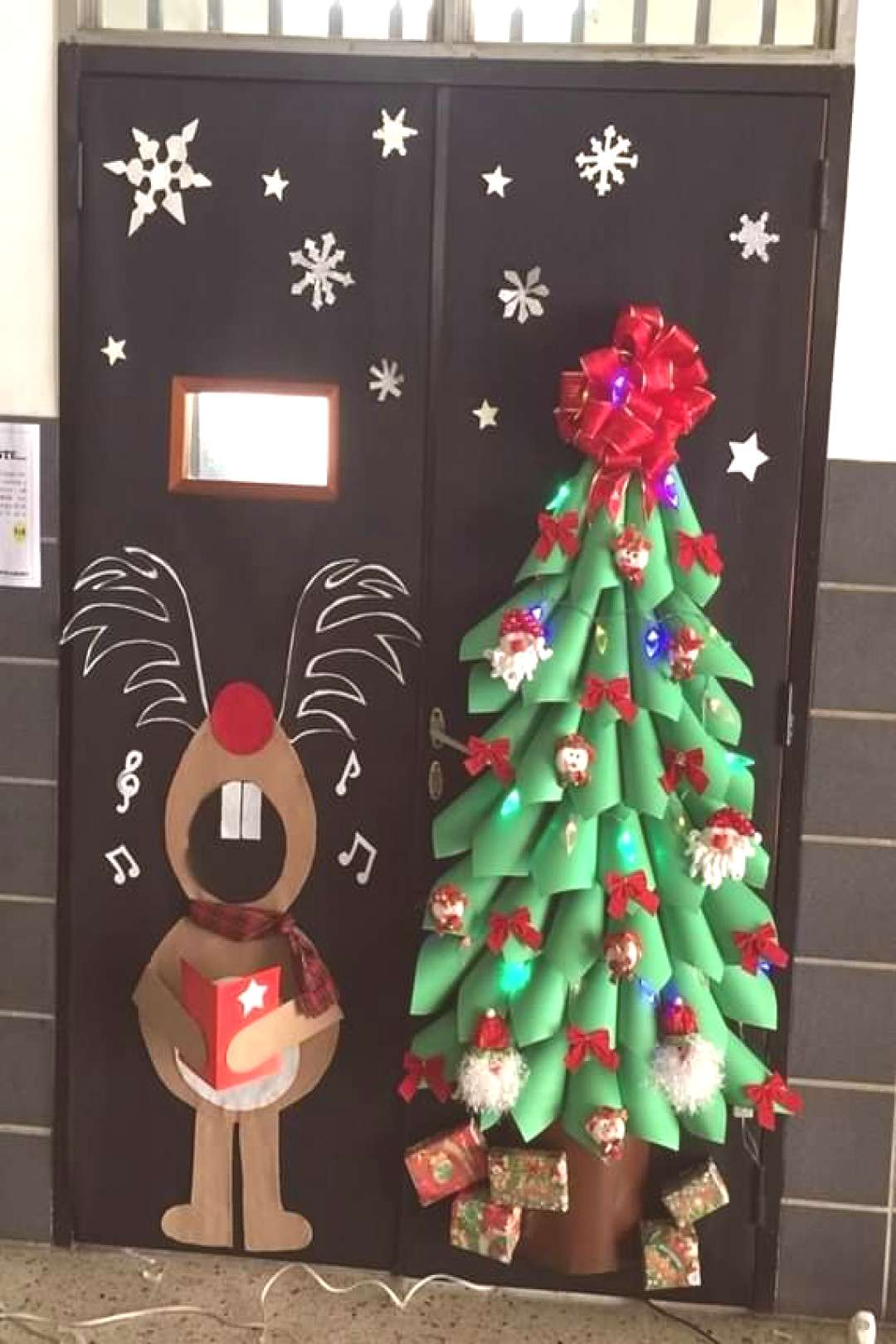 Christmas door decorating ideas part 2 ,Christmas door decorating ideas, Christmas, door decorating