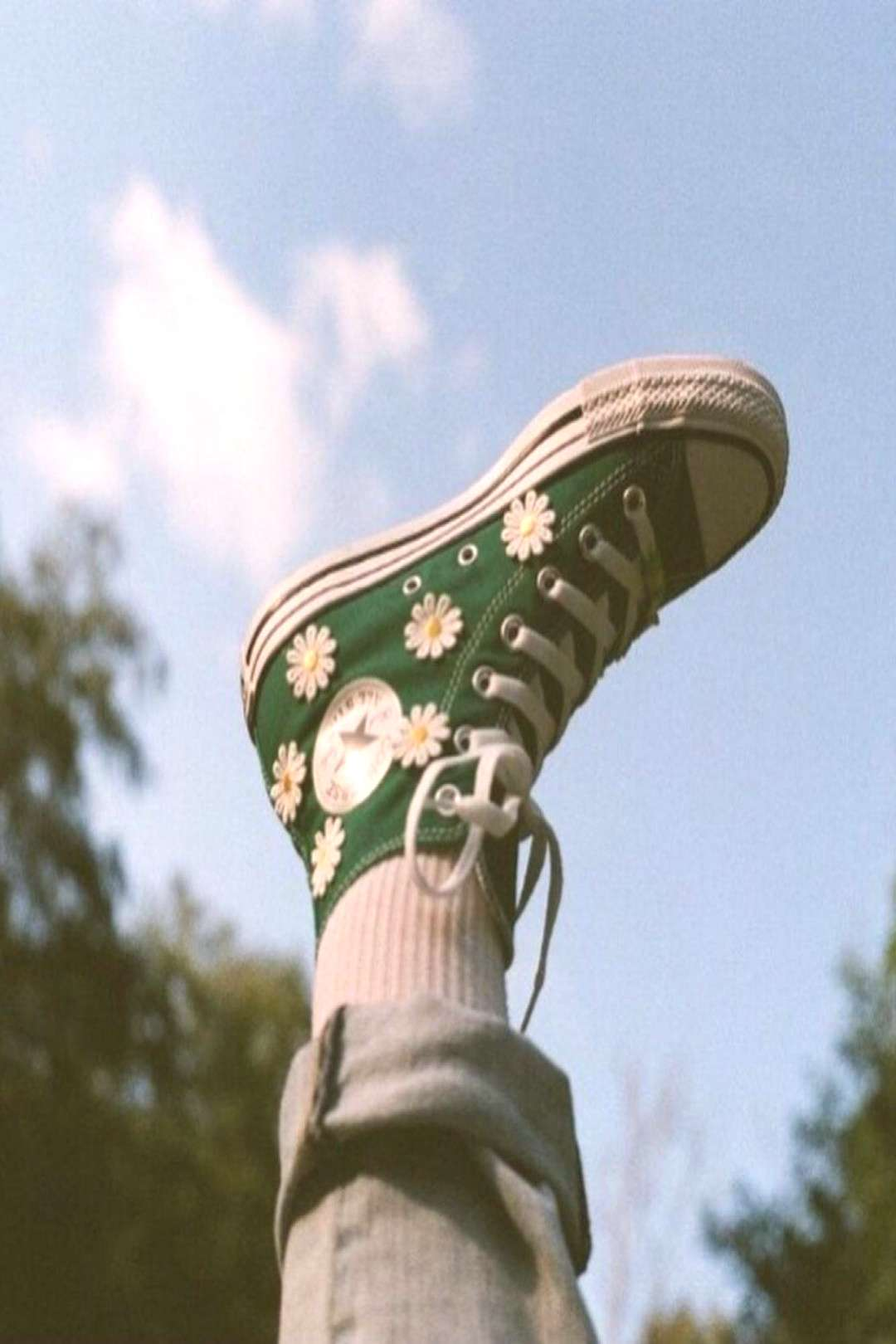 JOURNEY | Converse -- (via sageaflocka ) - I personalized my very own Chucks for back to school wit
