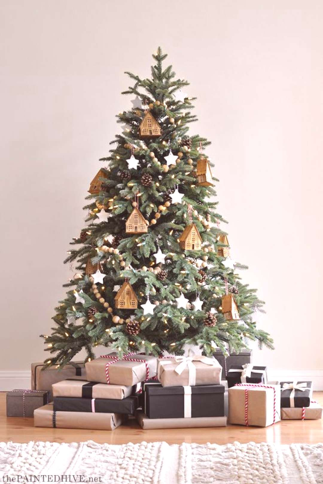 Natural and Neutral - Christmas Tree Decorating Ideas