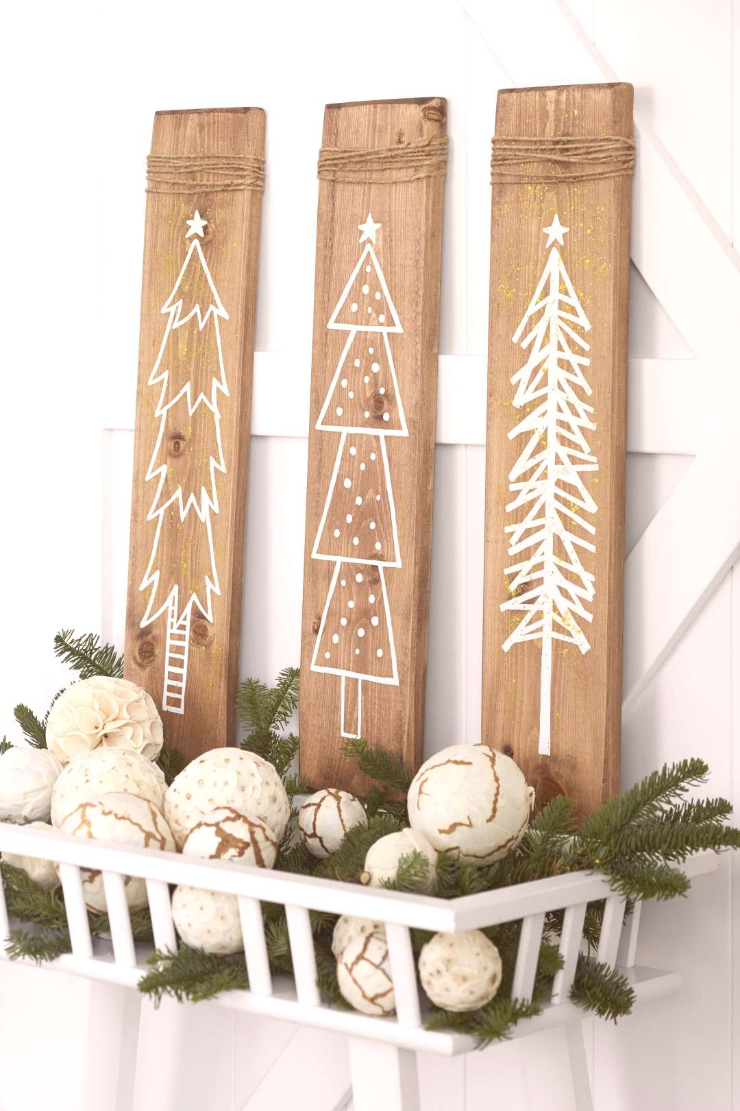 Use pine boards to add a touch of farmhouse charm to your Christmas decorations with these easy DIY